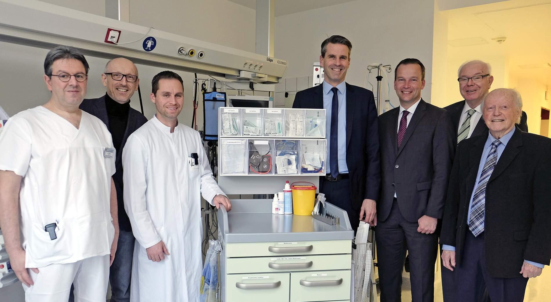LTS AG spendet dem St. Nikolaus-Stiftshospital einen neuen Kindernarkosewagen